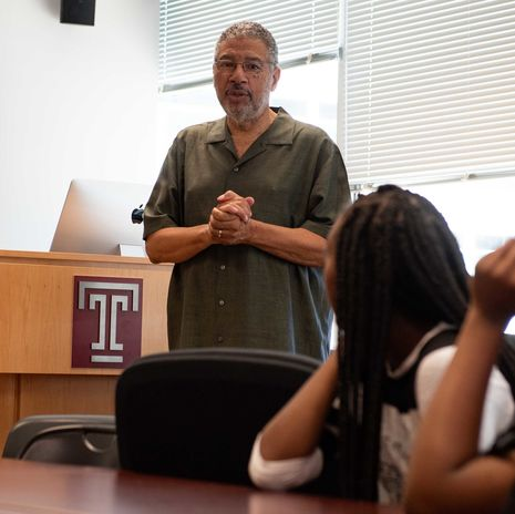 Professor Linn Washington speaks to a high school journalism class