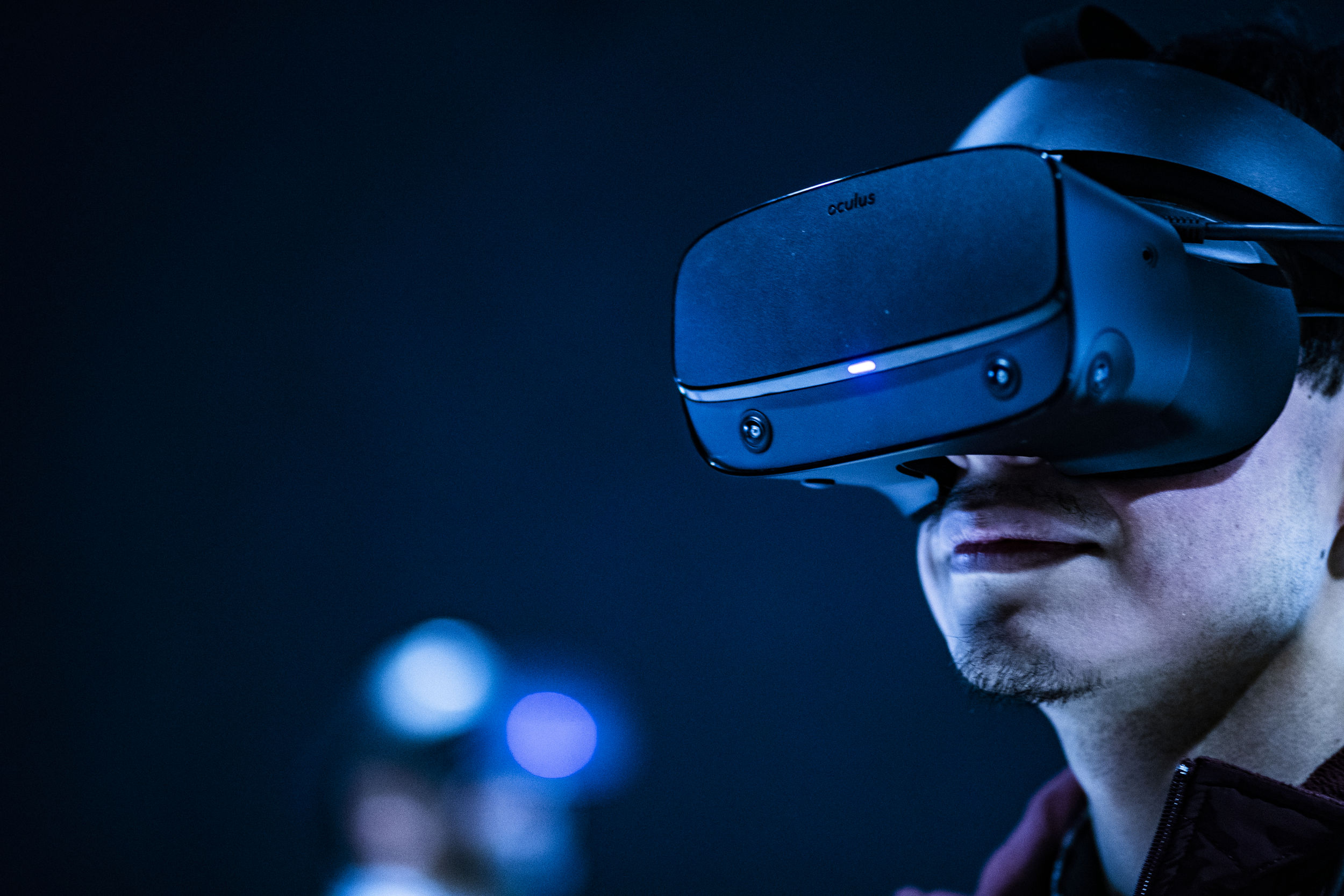 A student wears a virtual reality headset during a lab.